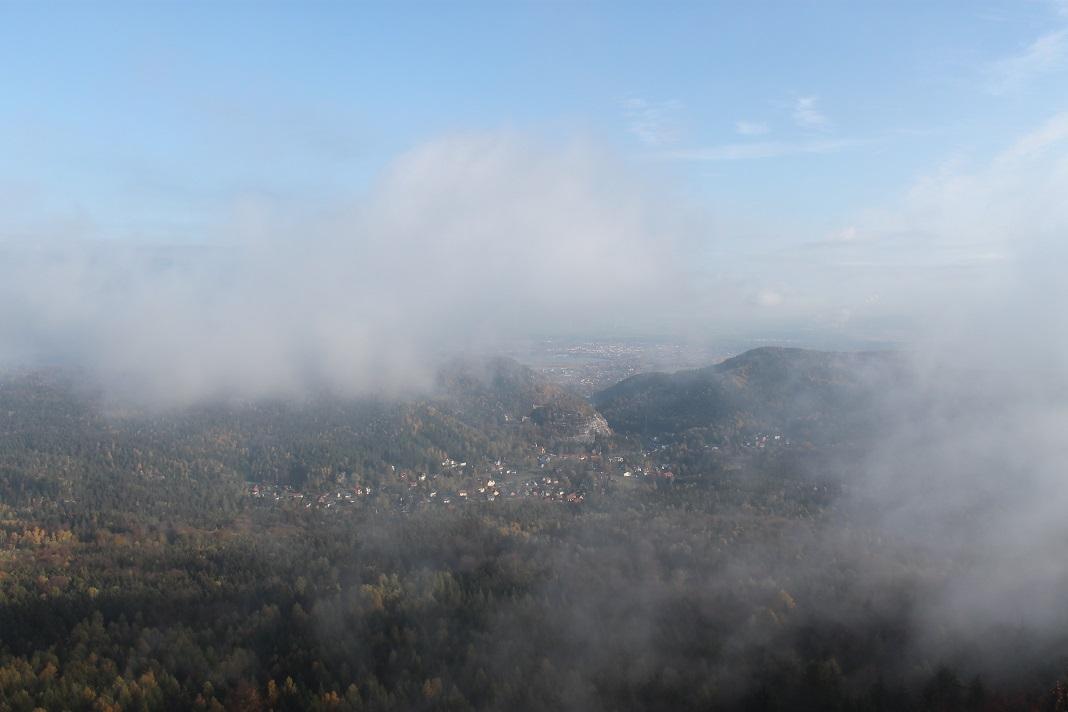 Oybin mit Nebelschwaden
